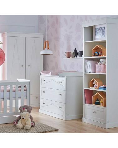 Commode avec plan à langer Marie dans une chambre bébé