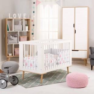 Chambre bébé Sofie blanche et hêtre scandinave
