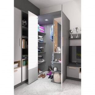 Grande armoire garde-robe Pok droite dans une chambre d'enfant